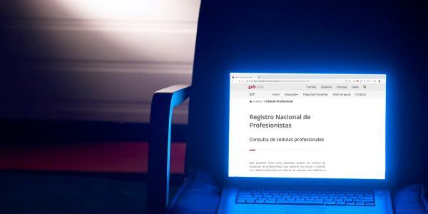 Cuestione | México | Adivina qué importante académica no tiene cédula profesional