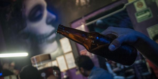 Cuestione | A Fondo | Drogas, alcohol, prostitución = mucho dinero