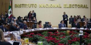 Cuestione | México | Consejeros de INE con aguinaldo millonario