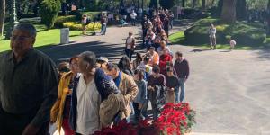 Cuestione | Videos | El pueblo toma Los Pinos... de forma pacífica