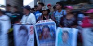 México | Familiares de los desaparecidos de Ayotzinapa, sin respuesta y reprimidos