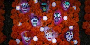Cuestione | Hashtag | Memes y flores de cempasúchil llegan al altar