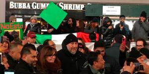 Cuestione | Hashtag | Noroña y Yeidckol arman protesta en NY 🐶🐻