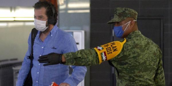 México | De 8,500 personas con fiebre que han volado, sólo hubo nueve sospechosas de COVID-19