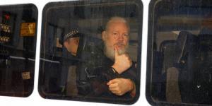 Cuestione | Global | La compleja intriga detrás de la entrega de Assange a la policía británica