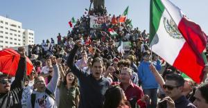 México | Tijuana dividida: marchan por caravana