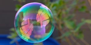 Cuestione | A Fondo | Vivimos en una burbuja que promueve la desigualdad