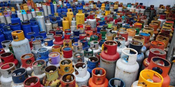 A Fondo | Así ha evolucionado el precio de las gasolinas y el gas LP en la última década