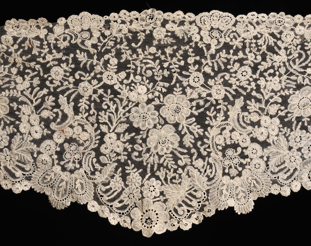 [Detail] Three Brussels Lace Articles, c. 1850-1925 (Lot 569,   Estimate $600-$800)