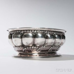 This image has an empty alt attribute; its file name is georg-jensen-sterling-silver-melon-pattern-center-bowl-300x300.jpg