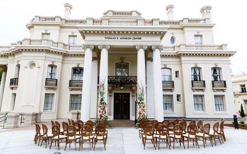 Utah-Wedding-Venue-Thomas-S-Monson-Center-outside-seating