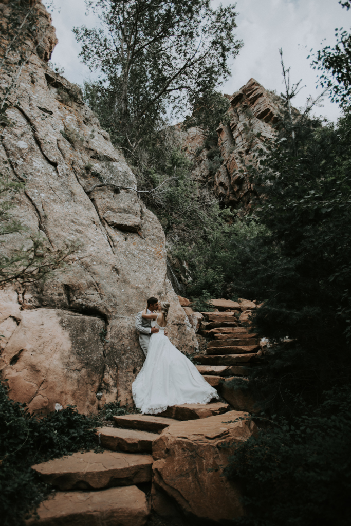Finding-The-Perfect-Wedding-Reception-Venue-Louland-Falls-outdoor-bride-and-groom-on-steps