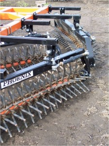 Rotary harrow - the angle optimizes soil uniformization