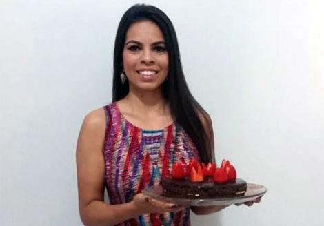 Iréia Guimarães do Banana´s Fit Fat revela o segredinho super secreto do bolo Cacau Fit