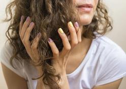 Cachos com volume ou sem volume: cabeleireiro ensina como conseguir cada efeito