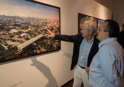 """Exposição """"Tuca Reinés: O Olhar Vertical"""" movimenta cenário cultural"""