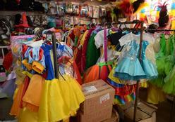 Adereços carnavalescos movimentam vendas no comércio