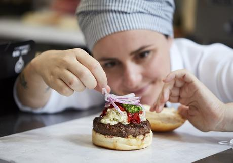 Profissionais mudam de ramo e descobrem na gastronomia o caminho do sucesso