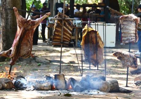 Curso de churrasco de chão ensina técnicas na prática em Rondonópolis