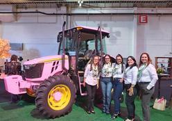 John Deere Brasil reverte valor da venda de trator rosa para o Hospital de Amor