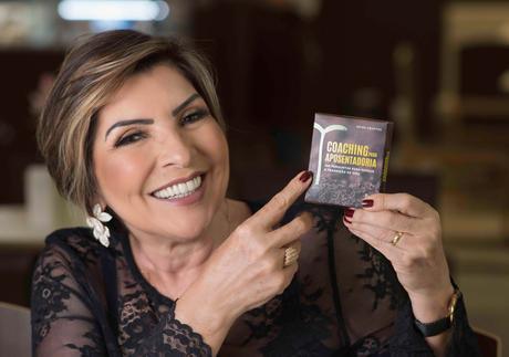 Coach cuiabana lança livro sobre transição para aposentadoria