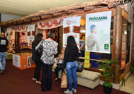 Prefeitura divulga programa de isenção fiscal para empresários em feira de negócios
