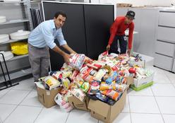 Unicred MT doa mais de 300 kg de alimentos para instituição filantrópica