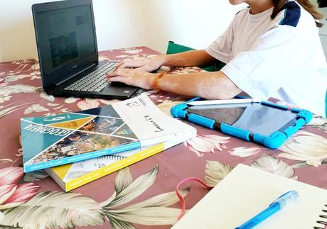 Colégio Poliedro leva sala de aula para casa dos alunos do Fundamental II com aulas ao vivo, videoaulas, tutoriais e exercícios on-line