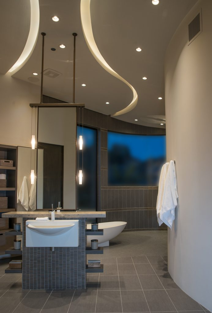 Master Bath Over $50,000 – KBDA 2017 Gold Winner