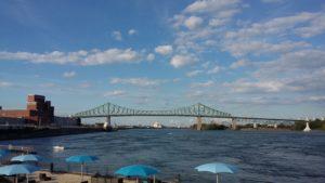 La plage du Vieux Port et le pont Jacques-Cartier