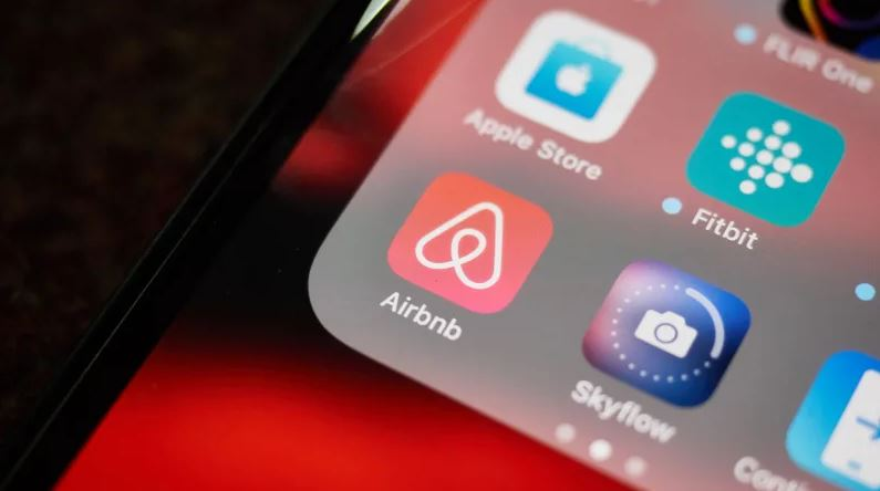 app like airbnb development