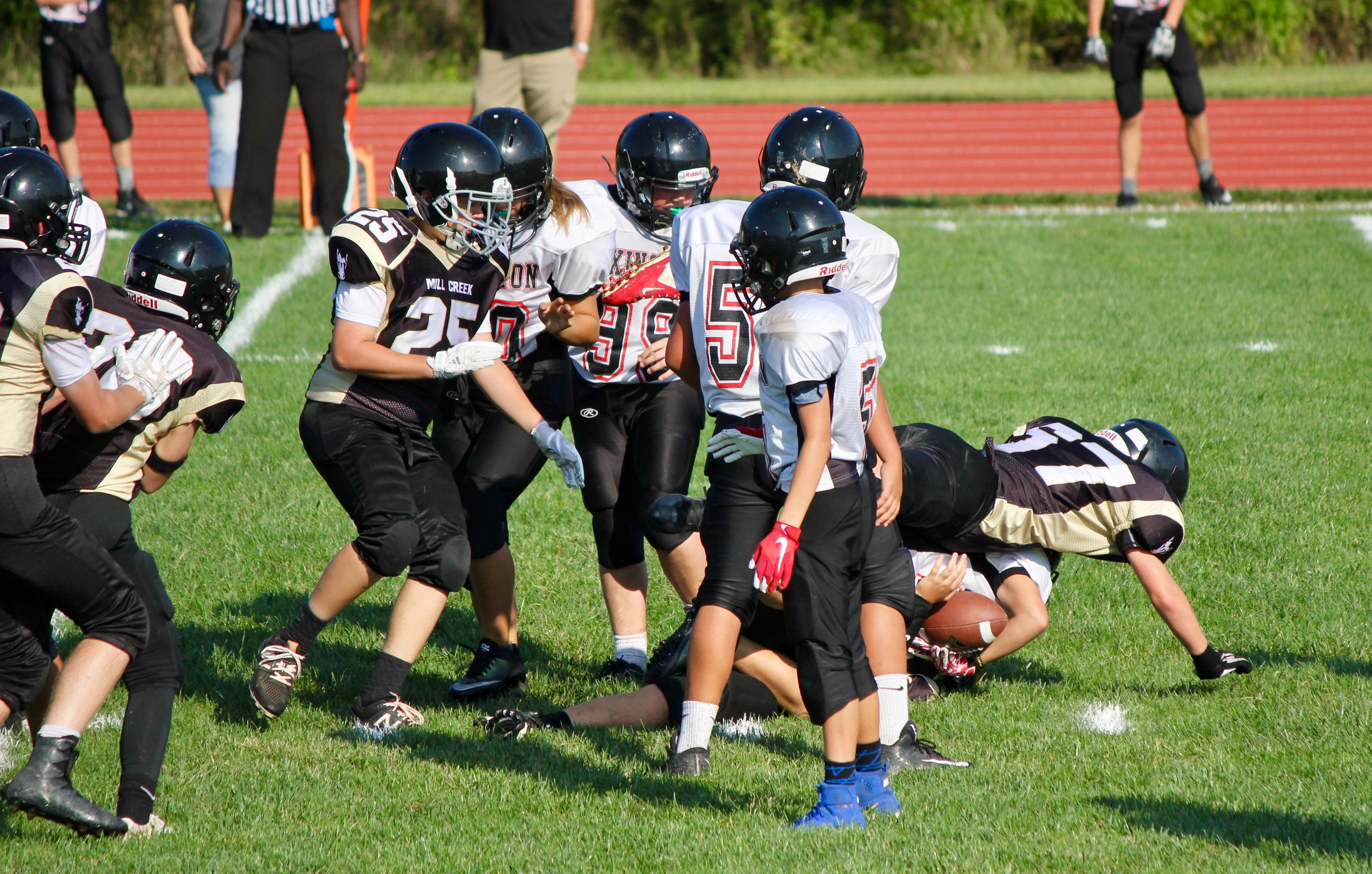 Middle School Football Won on Tues