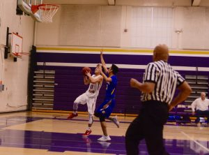 Varsity Boys Basketball v. Santa Clara – Photos courtesy of El Estoque