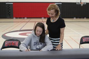 Girls Golf Signing