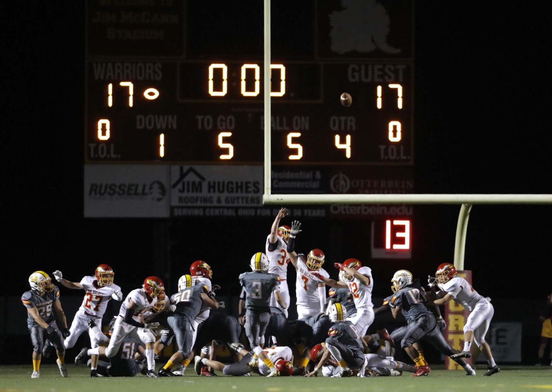 Football Defeats Big Walnut 20-17 (PHOTOS)