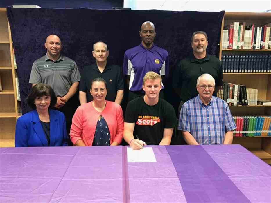 Preston Tomlinson signs with Maryville hoops