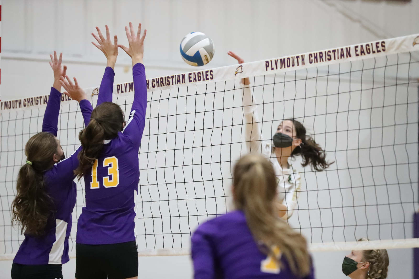 Eagles Lose Thriller in 5-Sets to Oakland Christian