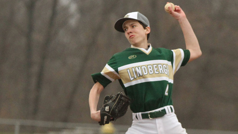 Lindbergh makes most of Valley Park miscues