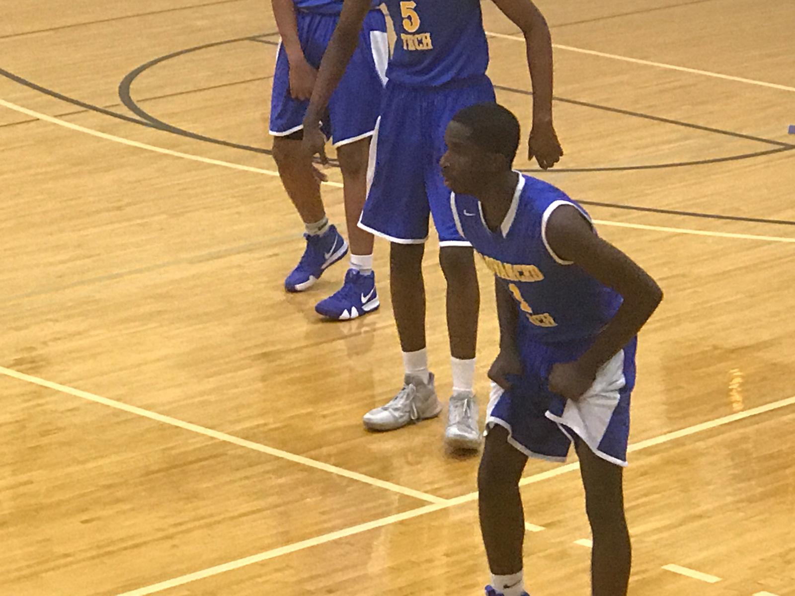 Mens Basketball Wins DMAC Opener