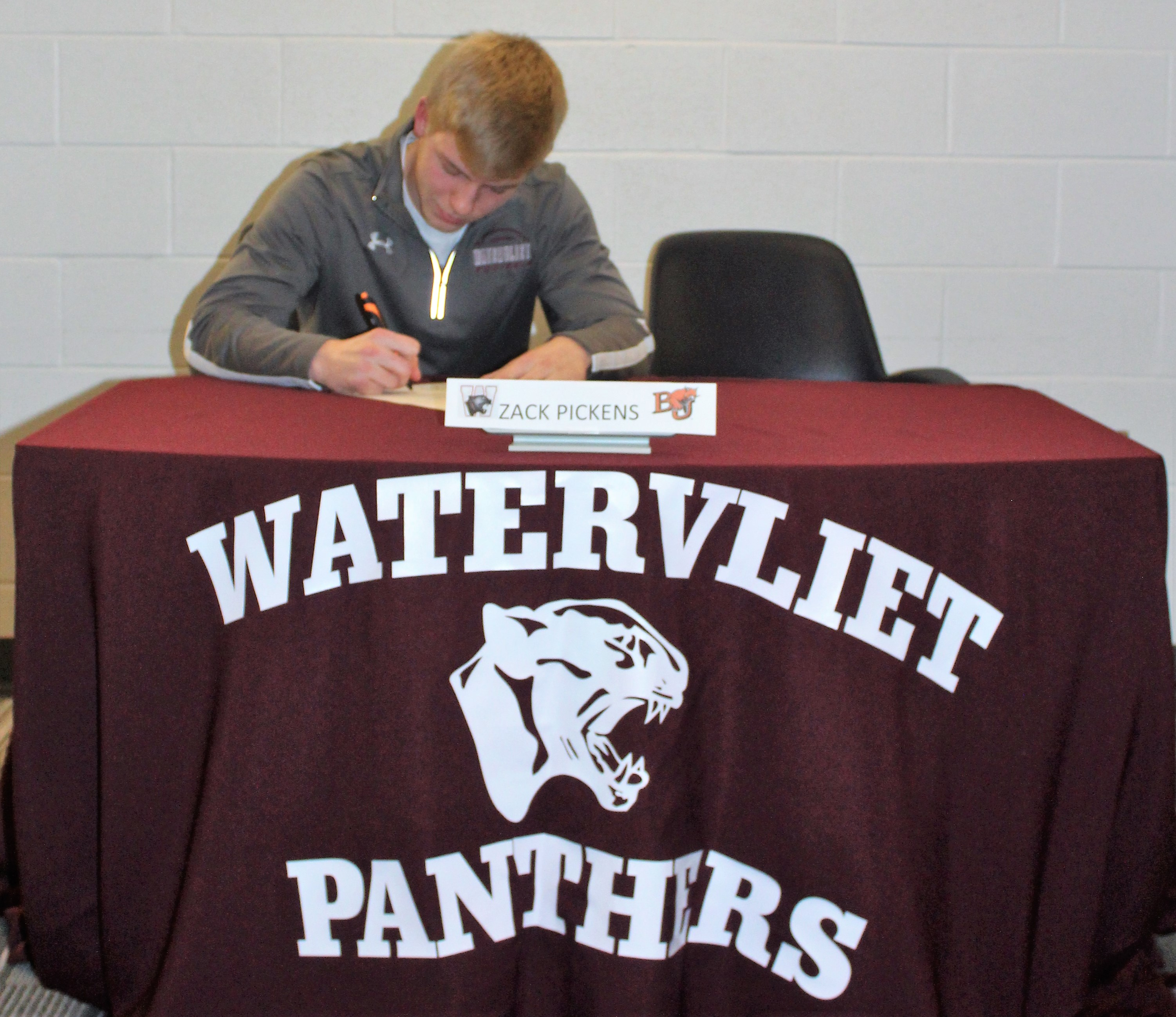Zack Pickens signs National Letter of Intent to Baker University
