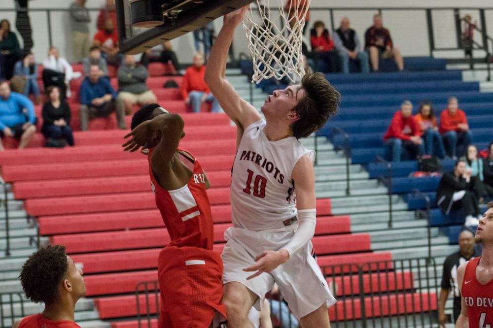 Powdersville Boys Varsity Basketball beats Liberty 61 – 47