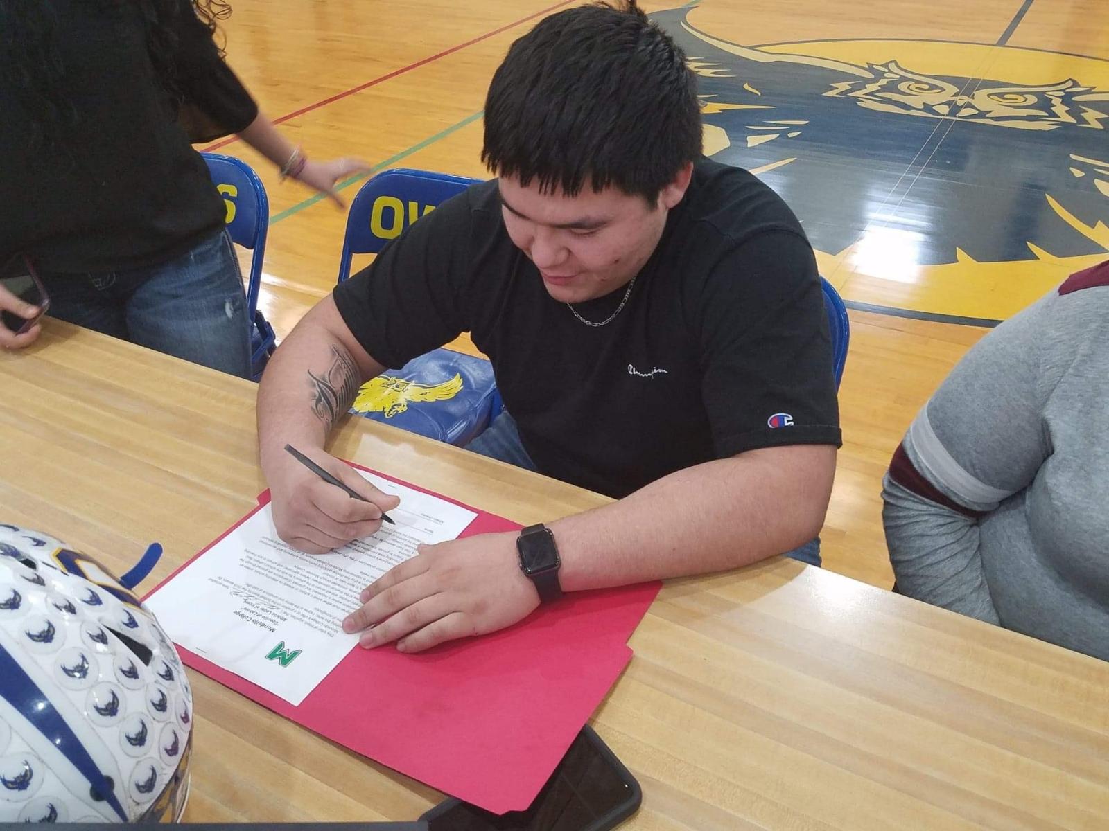 Gilbert Cruz Signs With Mondello College