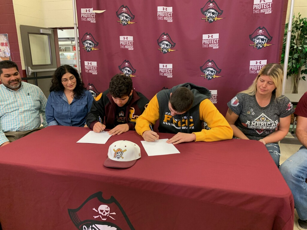 Villa and Stueck Sign to Play at the Next Level