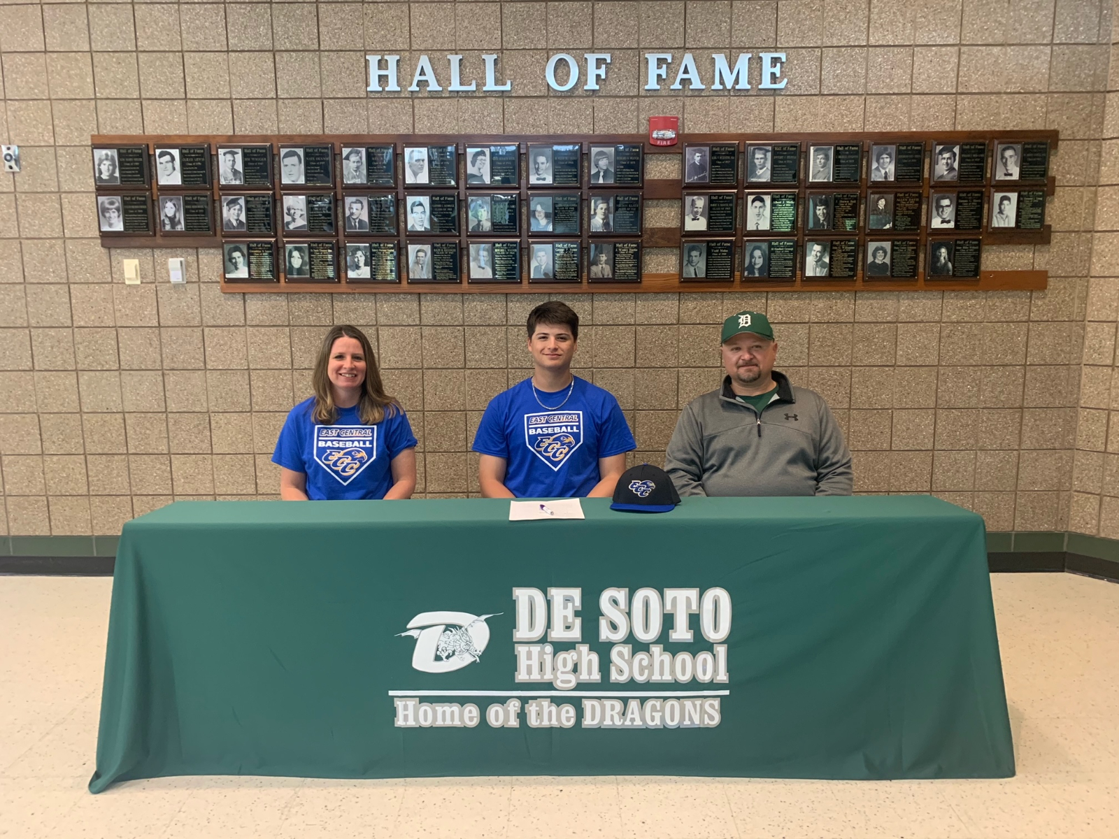 Sampson Signs With East Central College