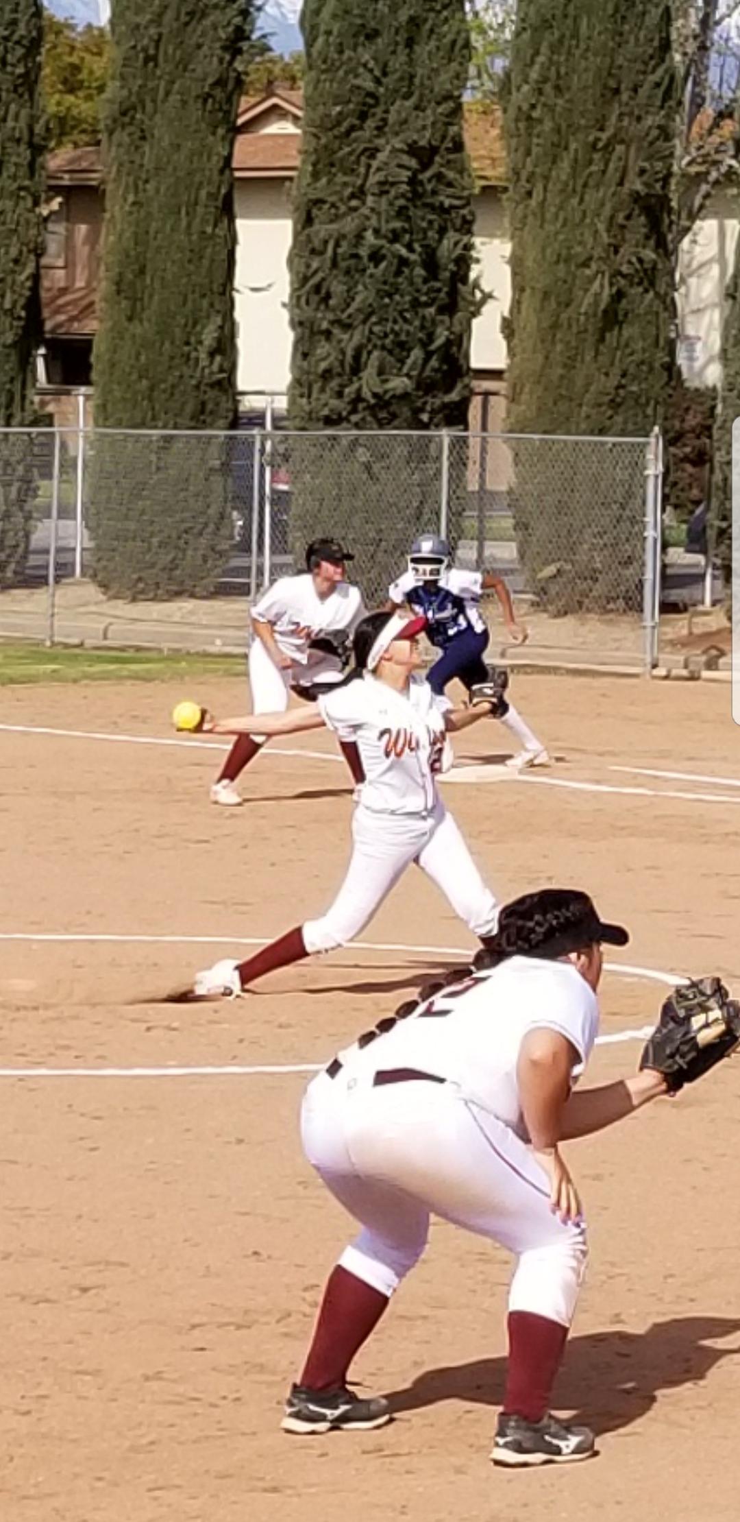 Girls Varsity Softball beats Walnut 5 – 2