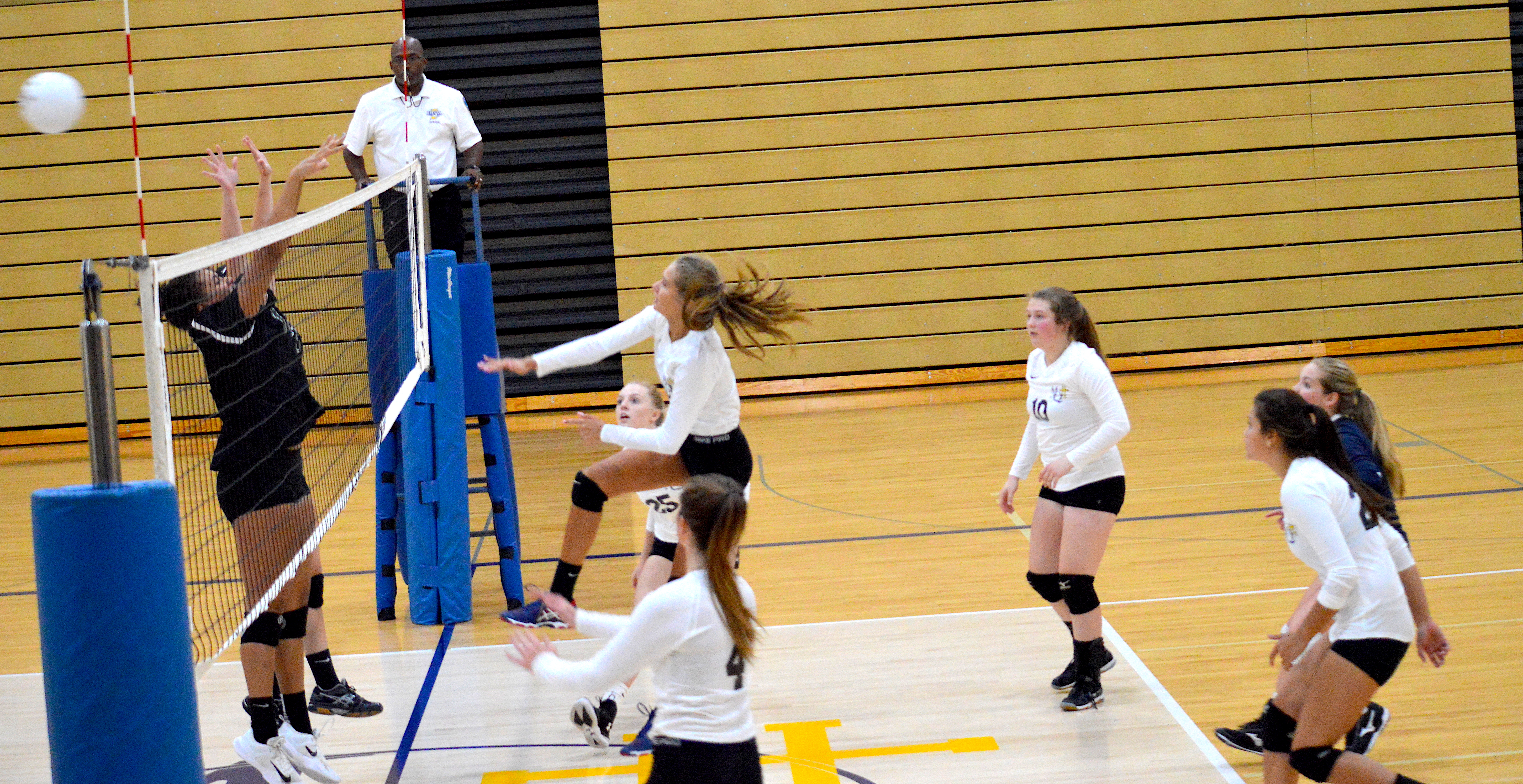 Lady Blazers Pick Up Two Wins at Saturday's Bluejay Classic