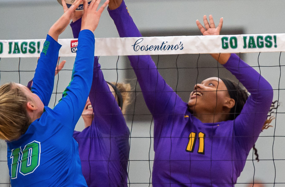 VOLLEYBALL SHUTS OUT LEE'S SUMMIT NORTH