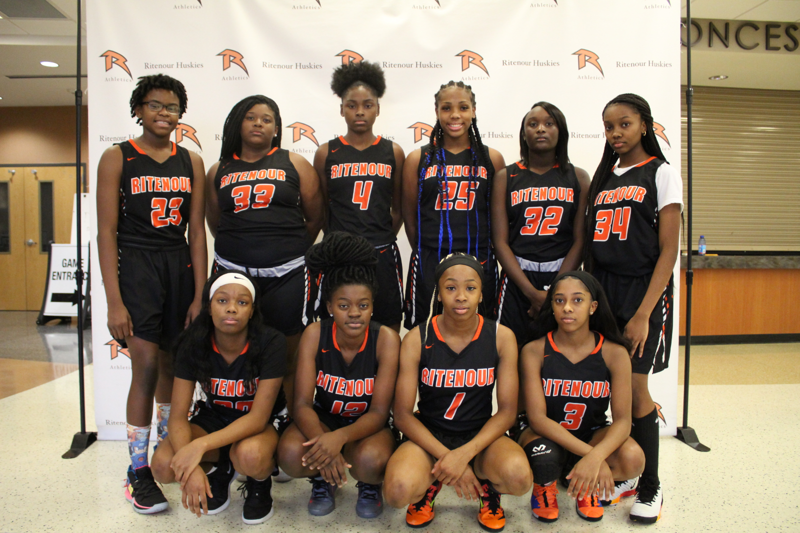 Girls Basketball – Meet the Team – VARSITY – 2019/2020
