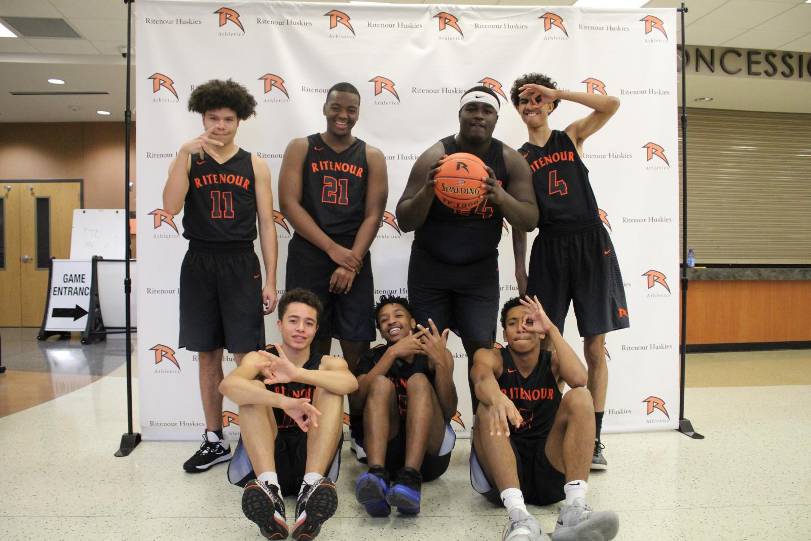 Boys Basketball – Meet the Team – VARSITY – 2019/2020