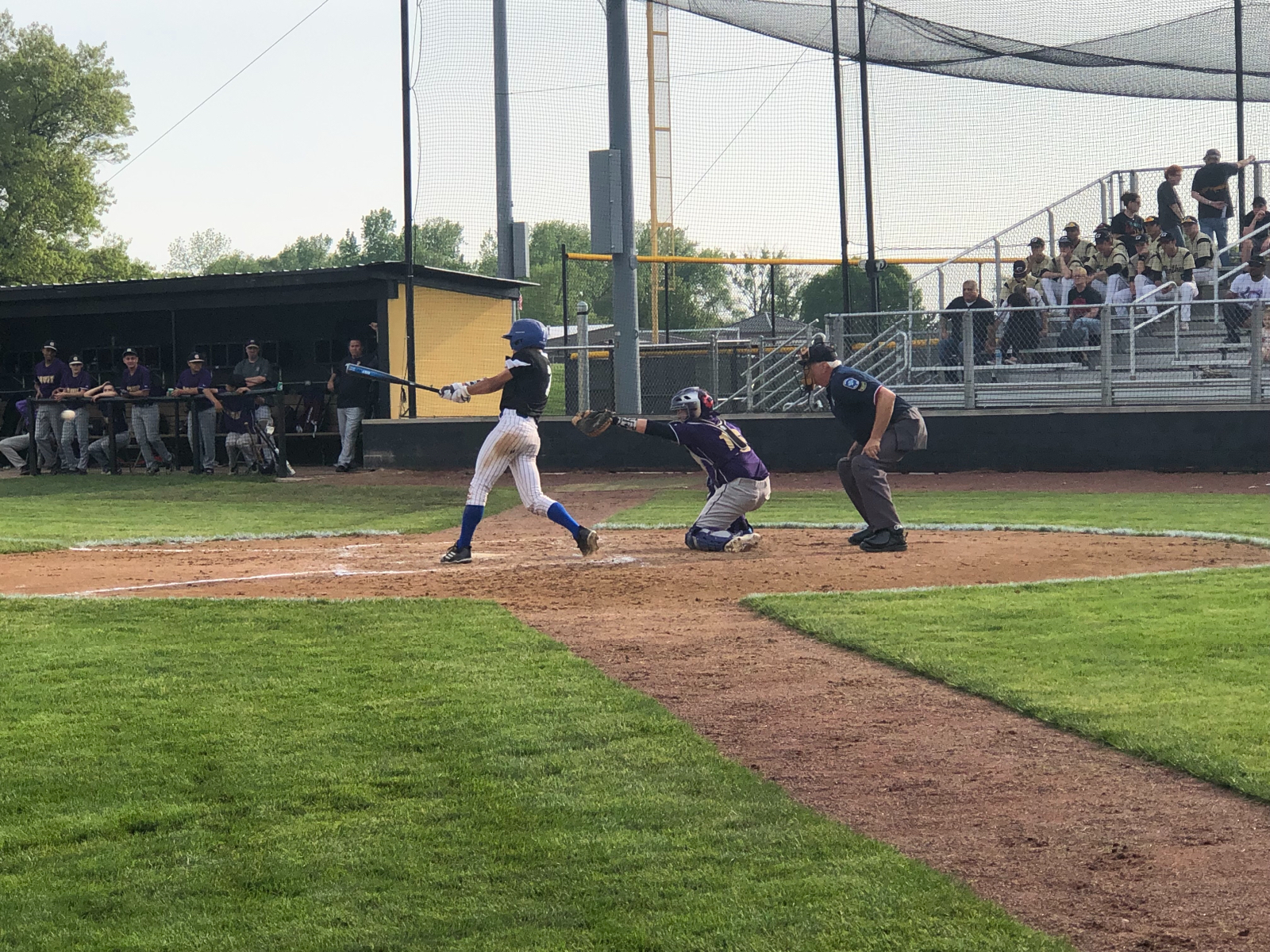 After 2 complete, Pioneers up on Gavit 3-0